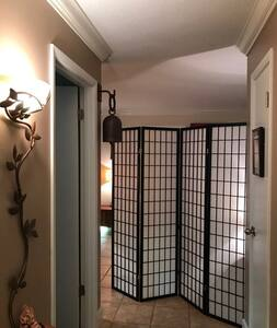 Easy Home Lodge - Private Room & Bath - Saint Simons Island
