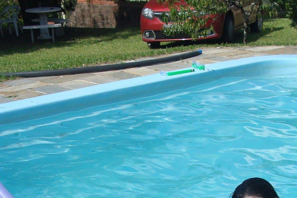 Vista da piscina em direção à casa.