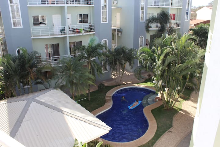 Room& bath with A/C, Swimming pool. - Tamarindo - Appartement