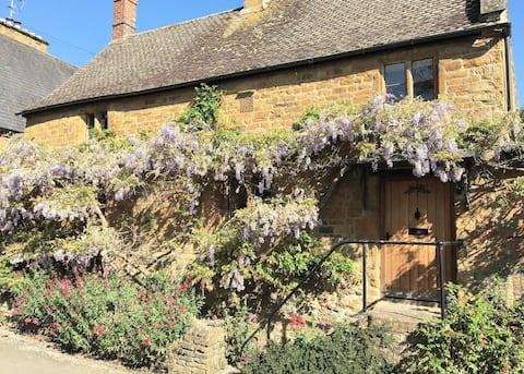Idyllic & Perfectly Located 18th Century Cottage