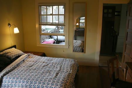 Strawberry Creek Bedroom and Bath - Berkeley - House