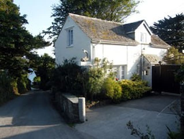 Dolphin Cottage, Holiday hideaway - Porthallow - House