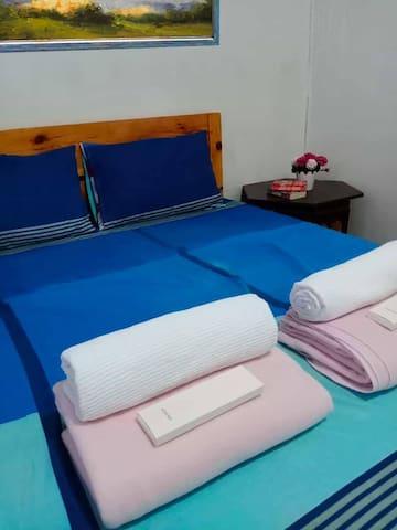 » Bedroom 1 » One queen-size bed