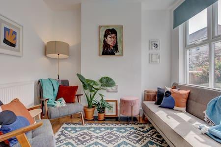 Clean and hygienic - Hamra House - Handmade Furniture, Art & free parking!