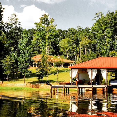 Romantic Lakefront home room - Nacogdoches