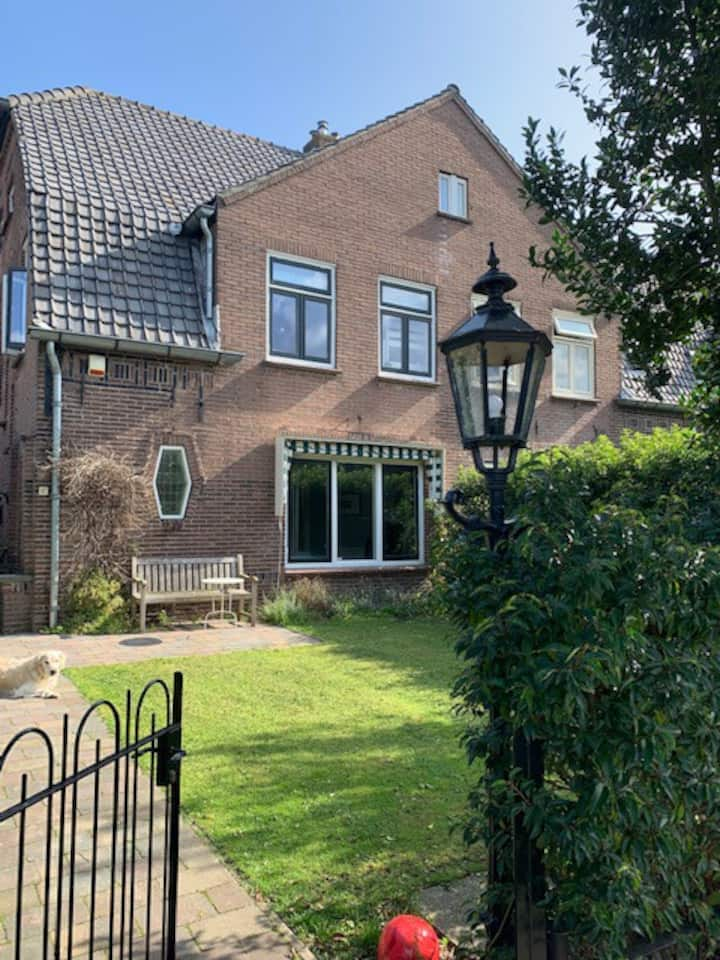 Great family home in Bloemendaal village center.
