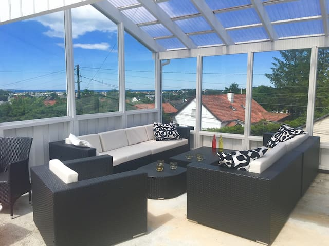 Second room in a house with a view - Haugesund - Casa