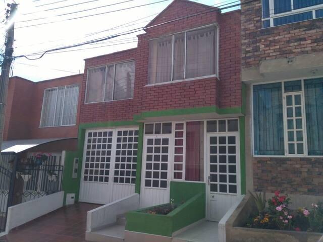 Habitación privada en el centro de Paipa