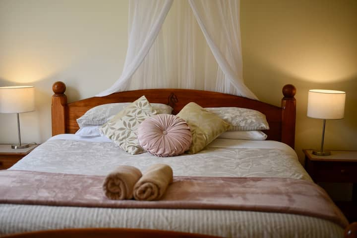 Seacroft Bay View Cottage - LUXURY KING BED