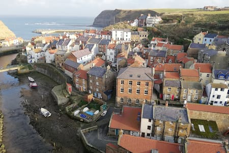 Beautiful apartment in atmospheric Staithes Chapel