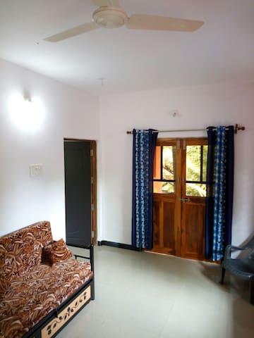 Shanti place 10min to Querim beach - Кверим - House
