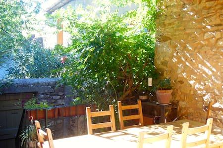 Maison de caractère proche Ardèche - Saint-christol-de-rodières - บ้าน