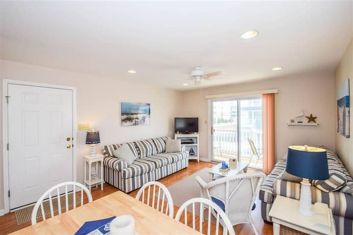 Modern Beach Block Condo in SIC - Ocean View