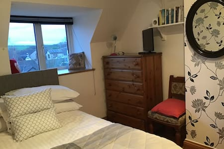 Warm country cottage minutes from beaches of Bude