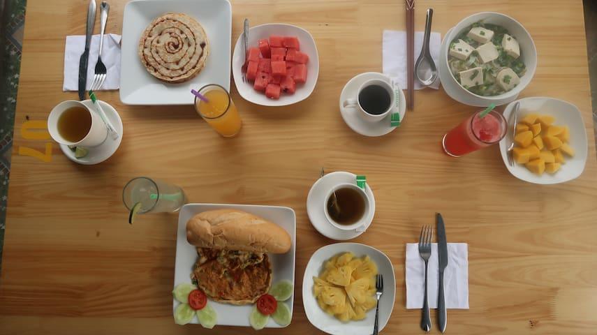 Free breakfast at Ha Lan Homestay Restaurant