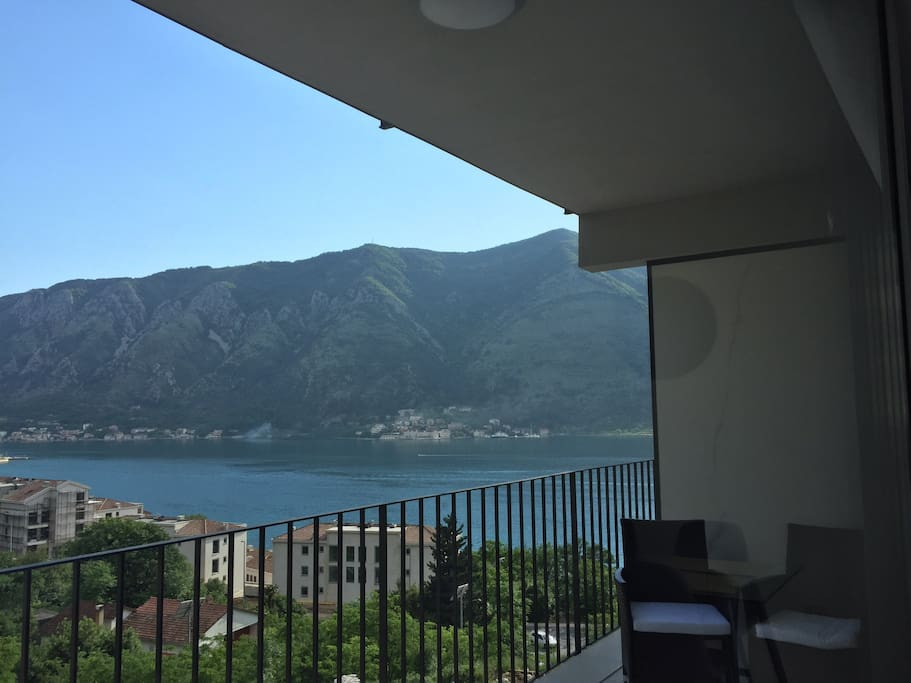 The balcony With the sea and mountain VIEW