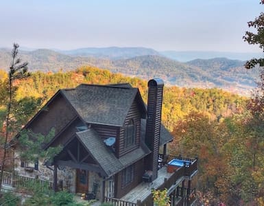 MOUNTAINTOP VIEWS: 1 mile from National Park - Pigeon Forge