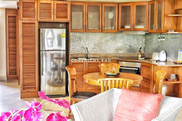 Deluxe Condo 1 bed 300 m from beach Bldg A