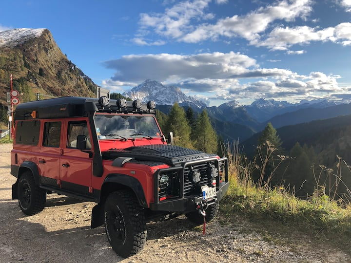 Land Rover Defender 110 a 4x4 expedition vehicule