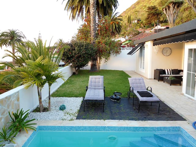 Villa Carmenas : Cosy, modern and luxurious