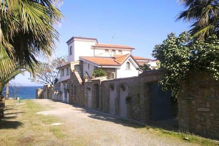 Antico Casale sul Mare (Torrino)