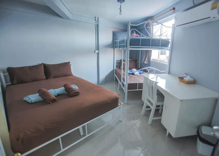 Private Room for 2-4 people Near Khao San Road
