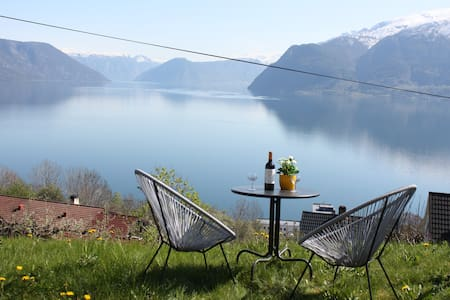 Three room apartment with spectacular fjord view - Leikanger - Apartamento