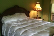Bedroom 4 -- Queen sized bed