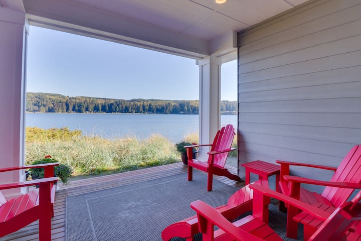 Stylish townhome right in Port Ludlow with incredible bay views!
