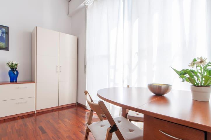 Cozy studio in the heart of Milan - Milão - Apartamento