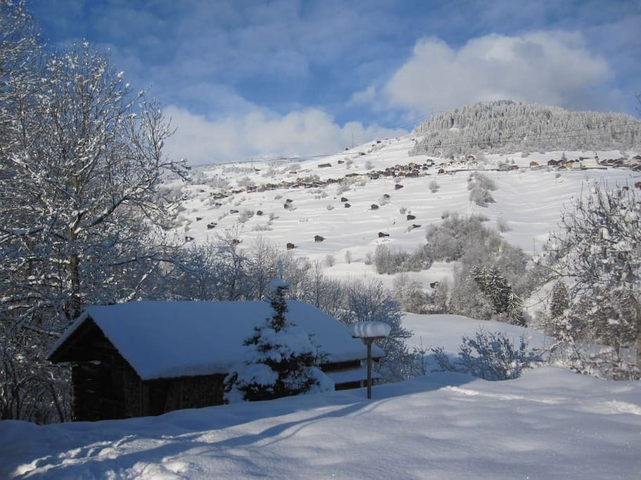 Winterfeeling. Sicht zum Skigebiet