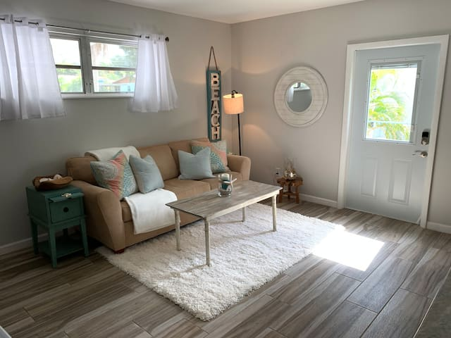 ONLY 1.4 miles to a beach! 1 bed/1 bath w/King bed