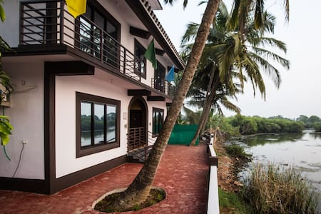 Lake view Guest house in  Bambolim!!