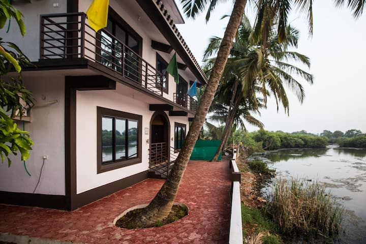 Guesthouse in Bambolim with private pool!!