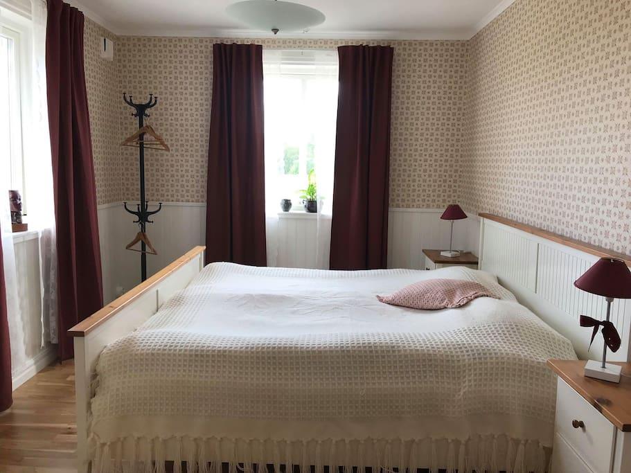 Hsslunda fattigstuga B&B, rum Bror Gusten - Bed - Airbnb
