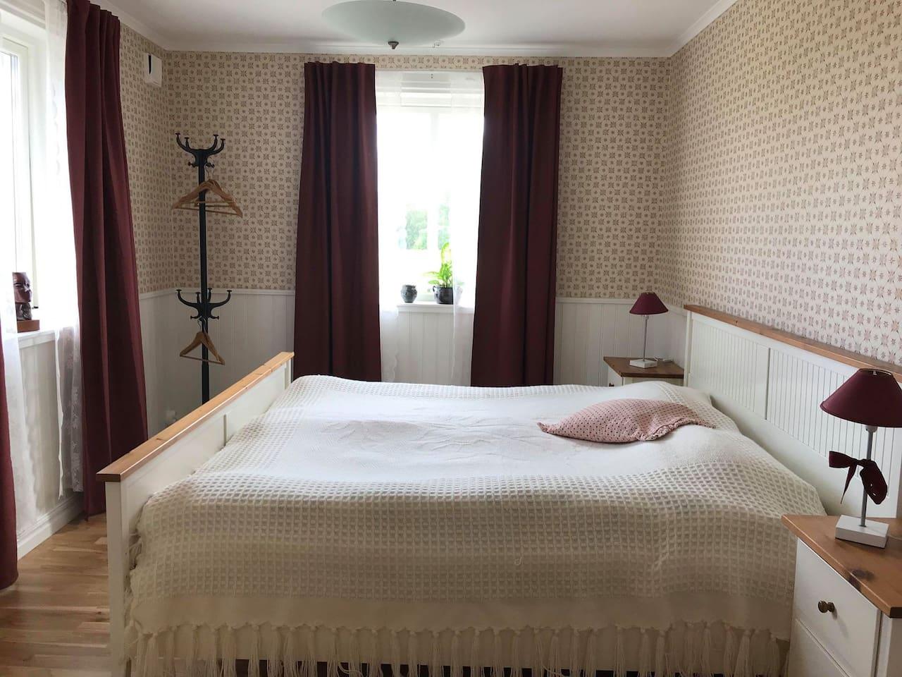 Hsslunda fattigstuga B&B, rum Lily - Bed and - Airbnb