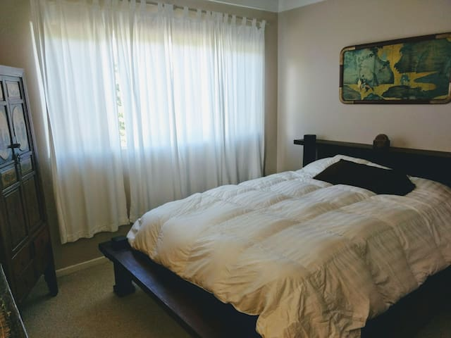 Asian Decor Bedroom on North Shore Kauai
