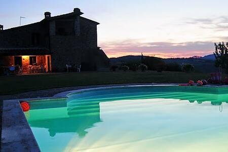 Stupenda villa nel cuore della Toscana. - Radicondoli