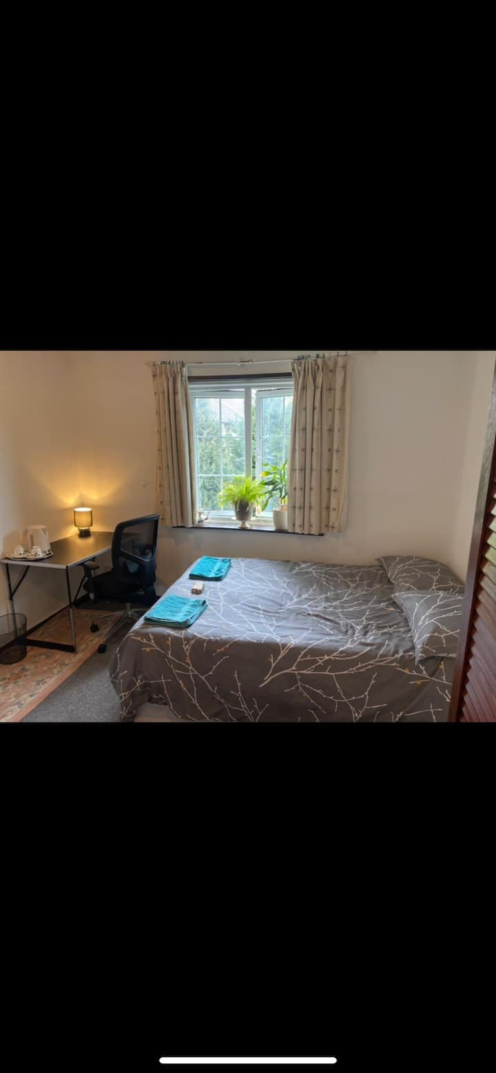Lovely double room in a lovely quiet house.