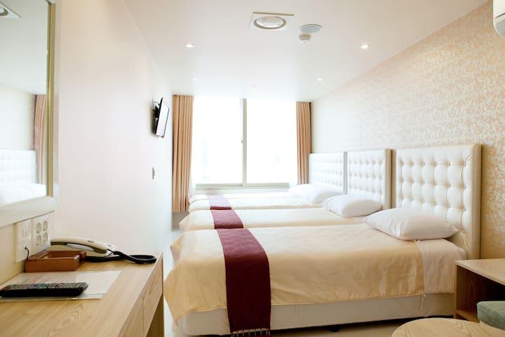 HotelCozy Myeongdong Triple Room(2)