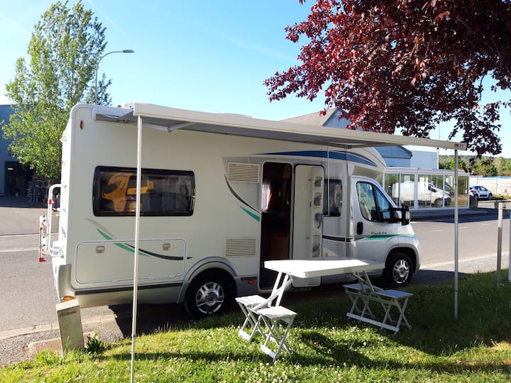 LOCATION CAMPING CAR FIAT CHAUSSON FLASH 06