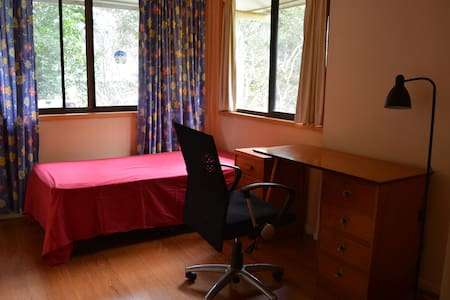 Bright rooms in quite house. - Lismore - Dom