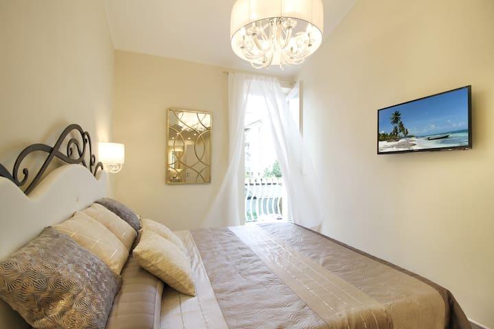 DOUBLE EXCLUSIVE with balcony, bath and parking