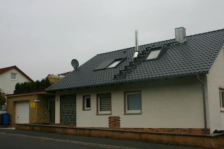 Maßbach FEWO für bis zu 10 Personen - Maßbach - Osakehuoneisto