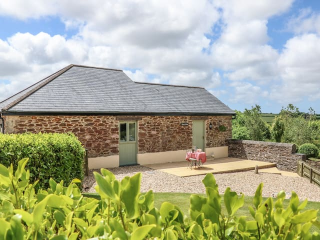 BEECH COTTAGE, pet friendly, with a garden in Tregony, Ref 983952