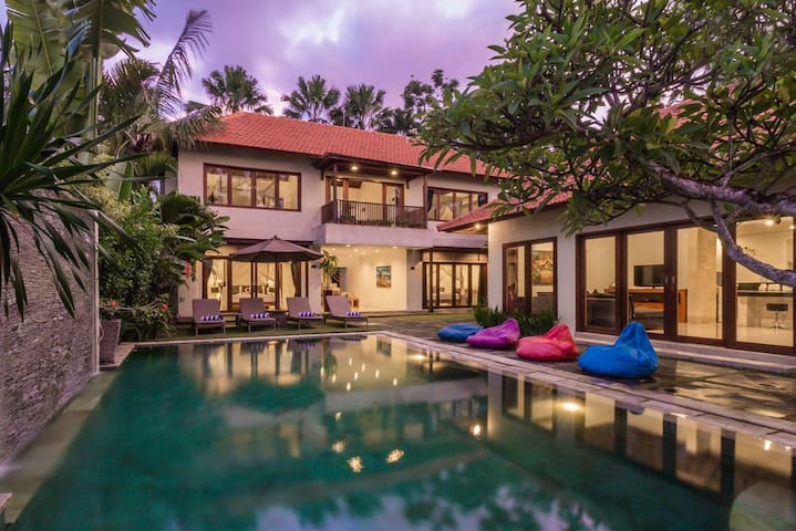 Family 12bed villa with massage beds Canggu centre