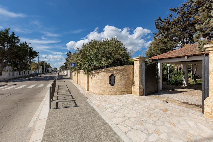 1059 Villa Ariel