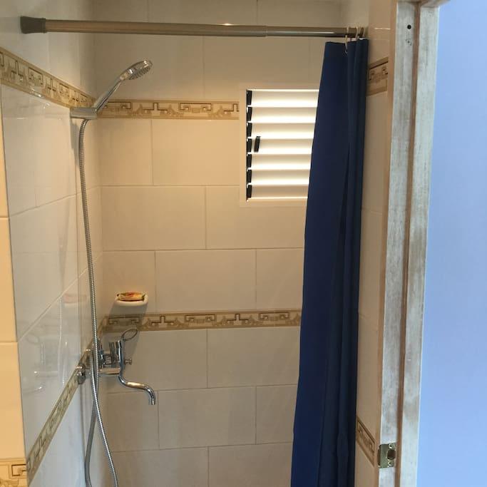 Deluxe Double Suite - Shower