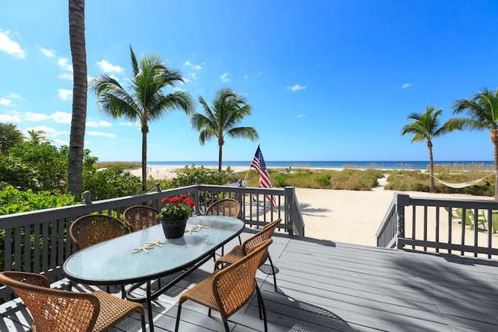 Beachfront Bliss-  5/3 with Pool & Guest Cottage - Fort Myers Beach - Vacation home