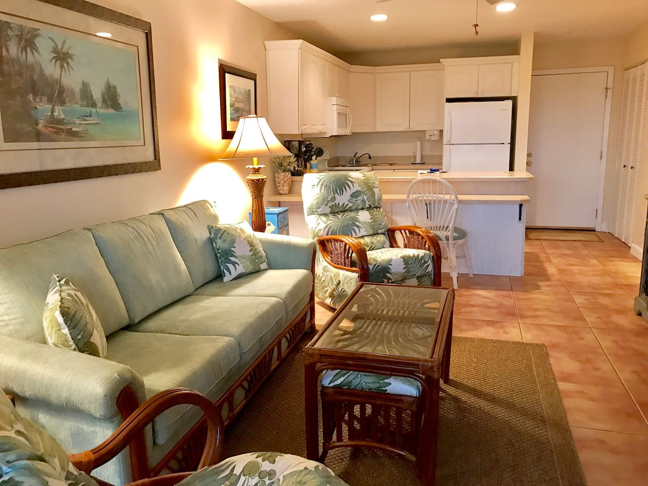 Fantastic Condo, Newly Renovated, Clean, Quiet, Private And Steps Away From The Ocean !